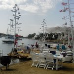 один из ресторанов на берегу моря