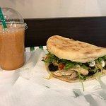 Fresh sandwiches & salads照片