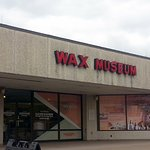 front of the Niagara Wax Museum of History