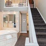 Jacuzzi Loft Suite