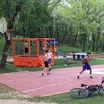 Air de jeux, trampoline, basket, ping pong
