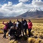 Foto do grupo diante do Licancabur