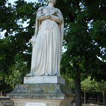 La statue sur son socle