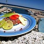 Tartare di tonno e frutta fresca