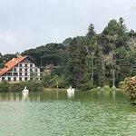 Uma caminhada e uma volta de pedalinho são obrigatórios para que, visita o Lago Negro