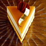 世界コンクール優勝ケーキ「ガイア」は当店の一番人気の一人サイズ用のケーキです。
