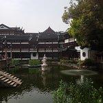 Statue at Yu Garden (Yuyuan)