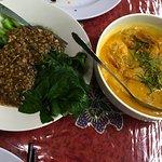 Choy San Oyster Sause(左側) Lenmak Nenas Prawn(右側)