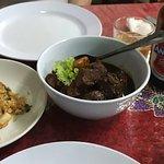 左から、Spicy Fried Rice、Peranakan Chiken Ponteh、Tibits