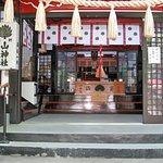 拝殿の中に入ると宮司がお祓いをしてくれる。