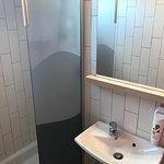 Chambre et salle de douche
