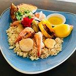 Assiette pétoncles crabe crevettes
