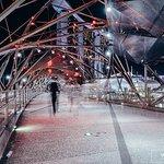 ภาพถ่ายของ สะพานรูปเกลียว เฮลิกซ์