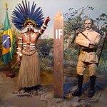 Marco da Fronteira Brasil - Guiana com um índio da tribo Bororó e o General Rondon.