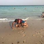 صورة فوتوغرافية لـ Al Fanateer Beach