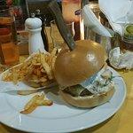 Φωτογραφία: HOPS beer and burger