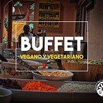 A la hora de la comida contamos con Buffet vegano vegetariano