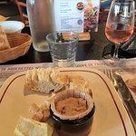 Les rillettes de thon sont bonnes mais les toasts médiocres et peu présentables