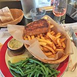 Un fish and chips plus haricots verts copieux
