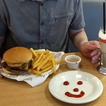 Burger, chips & milkshake
