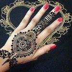 Henna tattoo drawing