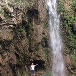 Под Большим Медовым водопадом летом можно купаться