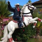 Foto na replica do cavalo do Beto Carreiro