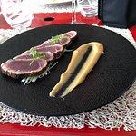 Dos de Thon snaké aux Poivres, Mayonnaise Aigre-doux, émulsion Poireaux & Sésame