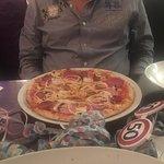Gemischte Vorspeisen, Branzino con le patate, Pizza, Scampi alla griglia, Penne arrabbiata- Buon