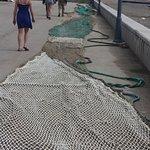 De vissersnetten liggen te drogen.