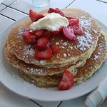 Pancakes with fresh straberries and creme