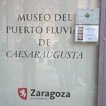 Puerta del Museo del Puerto de Zaragoza.