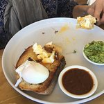 Poached eggs with avo