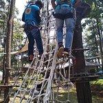 Maintenance rutin di Tretes Treetop untuk penggantian beberapa item challenge dengan yang baru