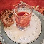 mis en bouche mousse tarama et son coli de tomate