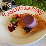 'Congratulations' written on the dessert plates for the Bride and Groom