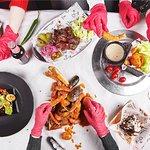 """В ресторане """"Едим Руками"""" представлен интернациональный finger-food."""