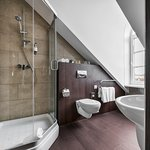 Bathroom of Deluxe room (AMBERTON COZY HOTEL KAUNAS)