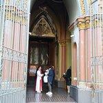 Santiago de Chile. Iglesia Monasterio de Adoración del Santísimo Sacramento. Acceso.