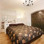 Master bedroom suite - Kings Apartment