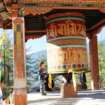 Prayer wheel on the way to the Tigers Den.