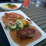 RIND & SCHWEIN Steaks vom Rumpsteak & Schweinerücken mit Tagliatelle und grüner Pfeffersauce, da