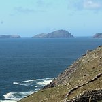 Fahan lies west of the fishing village of Ventry & east of the steep cliff of Slea Head.