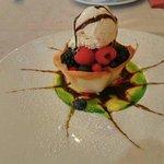 Le dessert est très artistique et délicieux