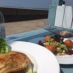 Foto de The Lookout Beach Cafe