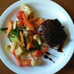 Говяжий стейк с овощным соте