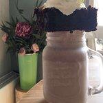Tiffin's chocolate brownie cake shake 😁