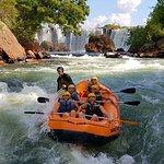 O rafting é um dos esportes radicais preferidos praticados no  Jalapão, vale muito apena.