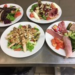 différentes salades ,  gersoise , du chef , de charcuterie