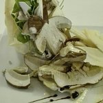 Scrigno di pasta fillo con insalata di funghi porcini